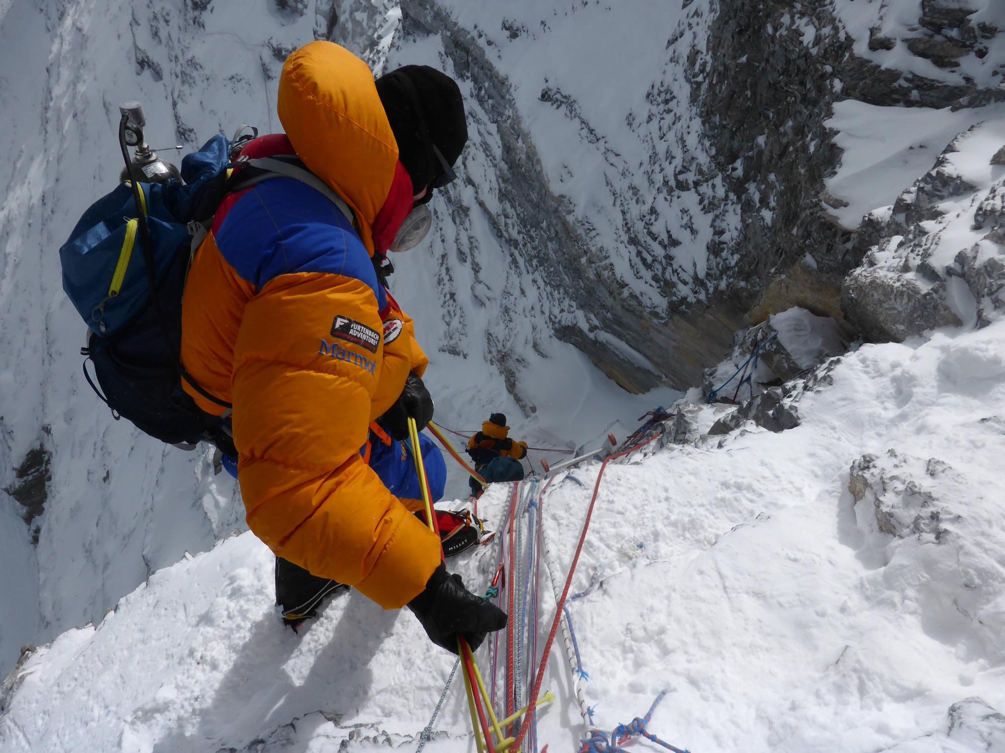 """Am Ausstieg des """"Second Step"""". Die mentale Schlüsselstelle auf 8.610 m auf der Tibetischen Nordseite. Foto: Rupert Hauer, Mai 2018 am Mount Everest. I bergundsteigen.blog"""