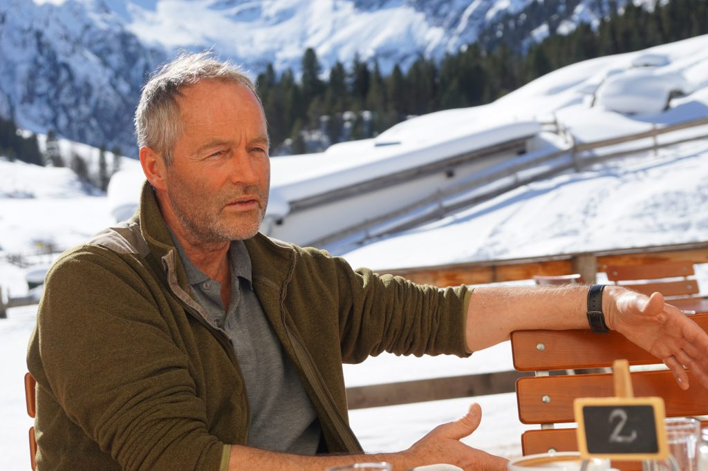 Christina Schwann im Gespräch mit Berufsjäger Max Kofler I bergundsteigen.blog