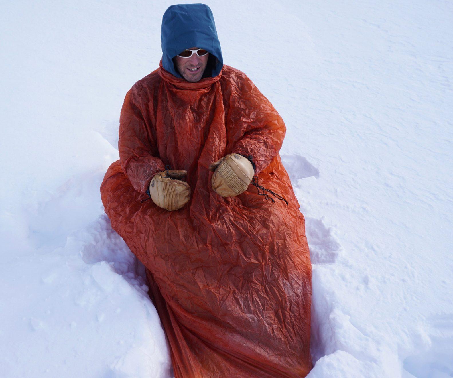 """EXPED """"Bivybag Duo UL"""", Abb. 4: Egal ob in einer Schneehöhle oder im Freien, Kopf und Arme können wahlweise aus dem Biwaksack herausschauen oder """"eingefahren"""" werden."""