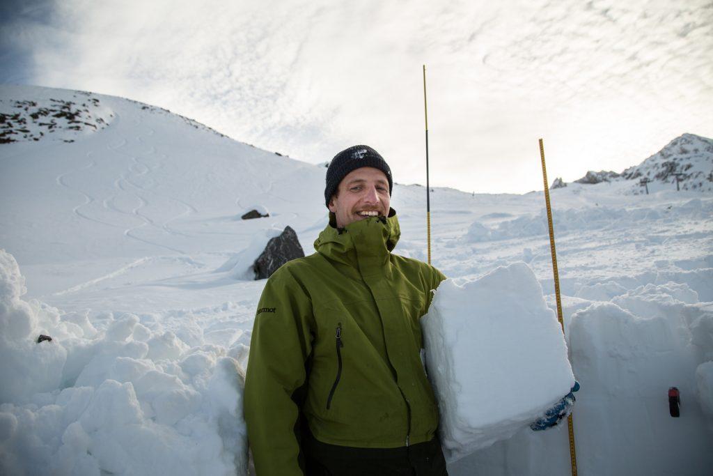 ÖGSL-Präsident Dr. Jan-Thomas Fischer aka JT ist Lawinendynamiker und Leiter der Abteilung Schnee und Lawinen des Bundesforschungszentrums für Wald (BFW). I berungdsteigen.blog