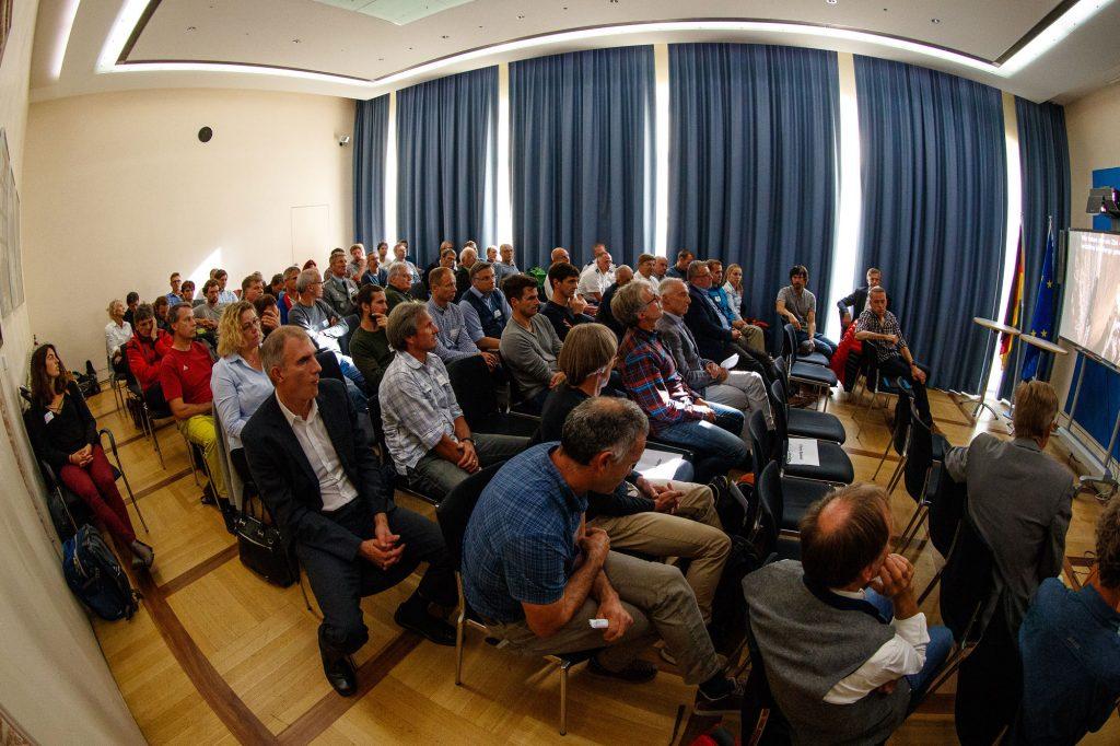 """Die geladenen Experten von den ersten """"Alpinen Sicherheitsgesprächen 2018"""" des Bayerischen Kuratorium für alpine Sicherheit. ©Marco Kost"""
