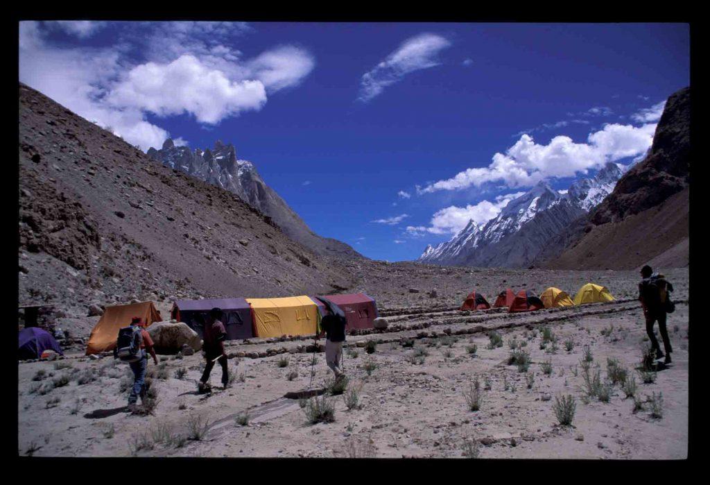 Heiss aber trocken - auf dem Weg zum Concordiaplatz/Karakorum/Pakistan. Foto: argonaut.pro I bergundsteigen.blog