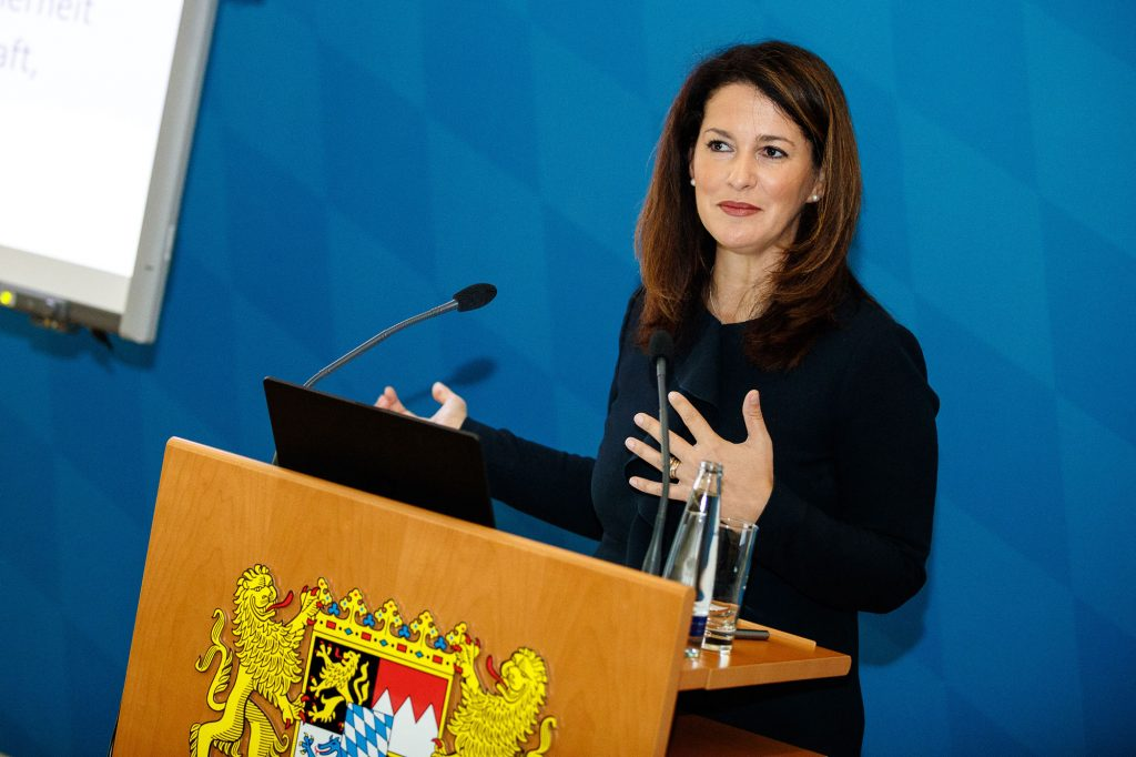 Michaela Kaniber – die bayerische Staatsministerin für Ernährung, Landwirtschaft und Forsten – ist erste Vorsitzende des Bayerischen Kuratorium für alpine Sicherheit. ©Marco Kost
