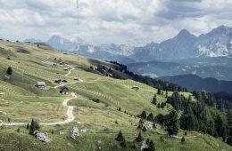 Stressreduktion durch Bergwanderin I bergundsteigen.blog