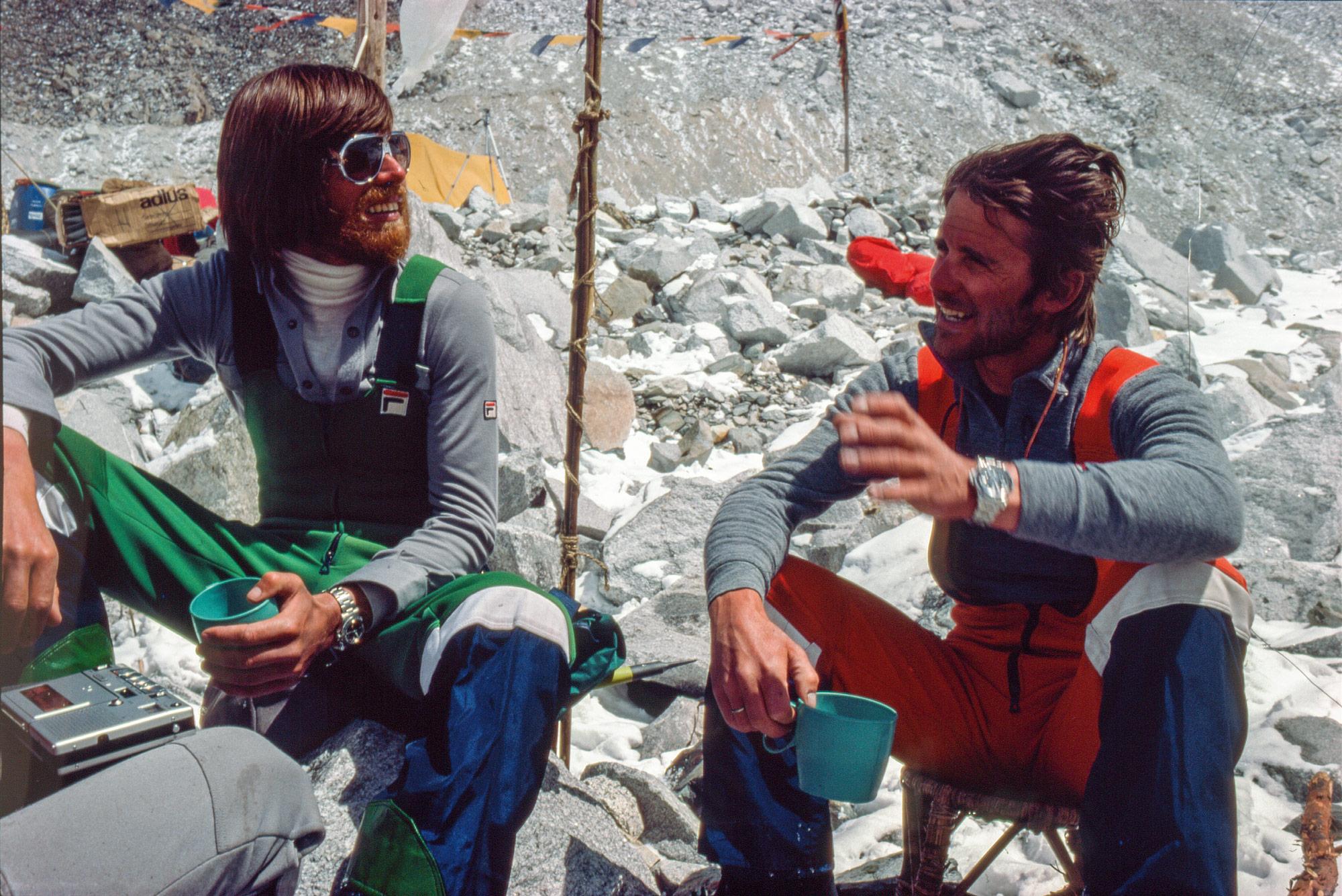 Messner 1978 im Basecamp des Mount Everest mit Peter Habeler. Foto: Archiv Messner I bergundsteigen.blog