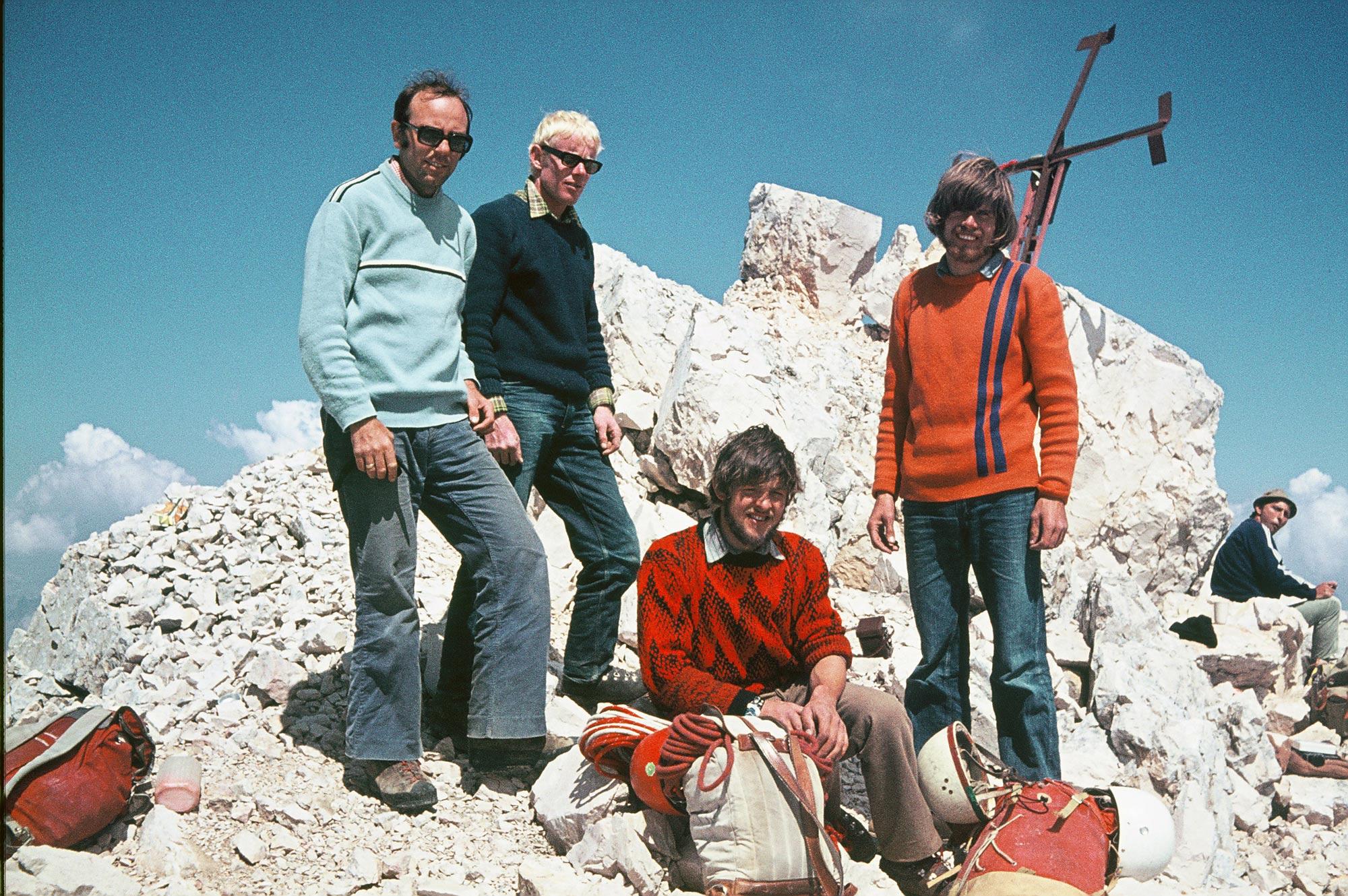 HG-Freunde am Gipfel des Pelmo: Luis Vonmetz, Jörgl Mayr,Jochen Gruber, Reinhold Messner. Foto: Archiv Vonmetz I bergundsteigen.blog