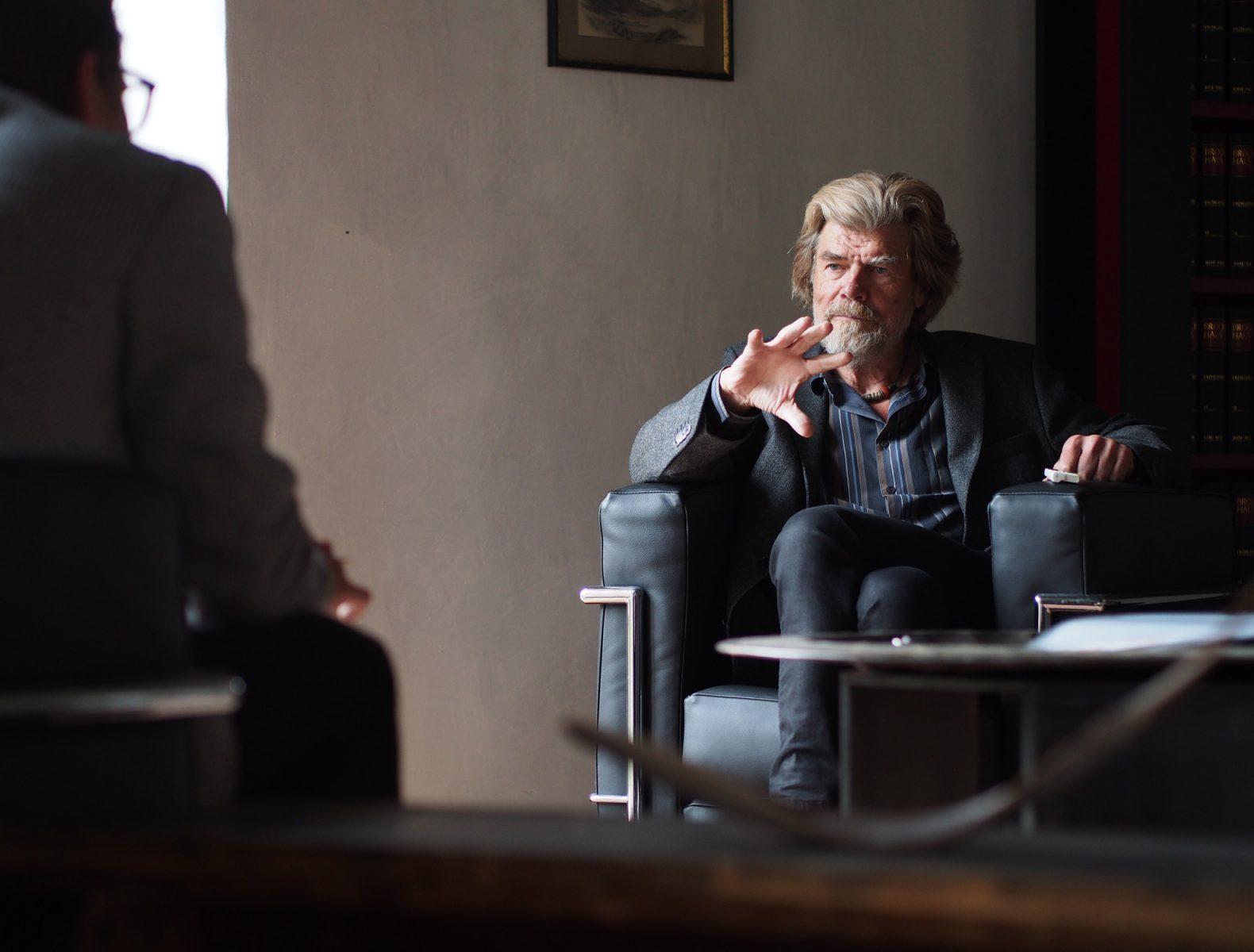 Reinhold Messner im Gespräch mit Lenz Koppelstätter, © Miriam Federspiel I bergundsteigen.blog