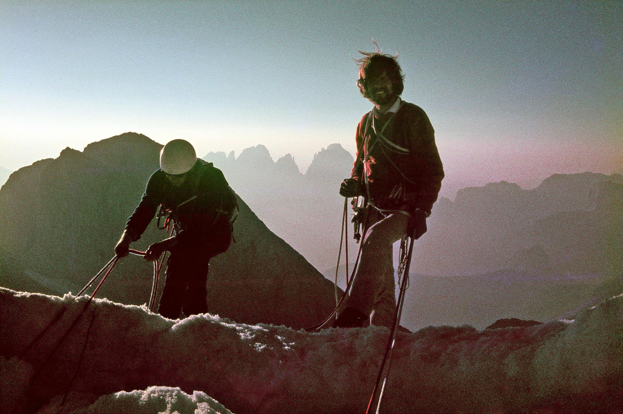 Reinhold Messner am Gipfel der Marmolata 1973. Foto: Archiv Vonmetz I bergundsteigen.blog