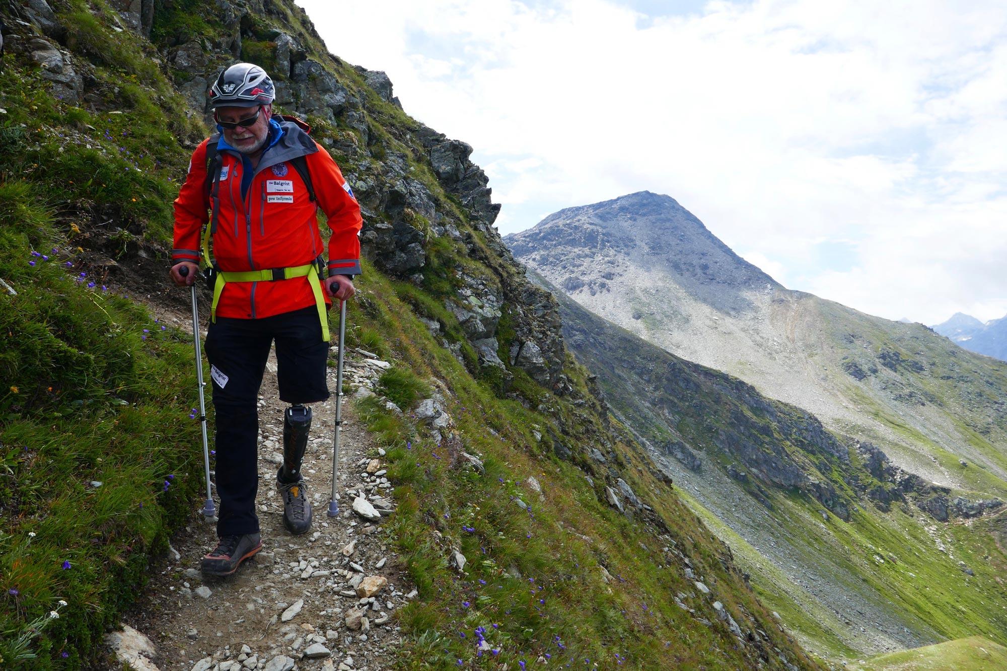 Im Abstieg vom Pazolastock/Graubünden (2015). Foto: Rea Steinmann I bergundsteigen.blog