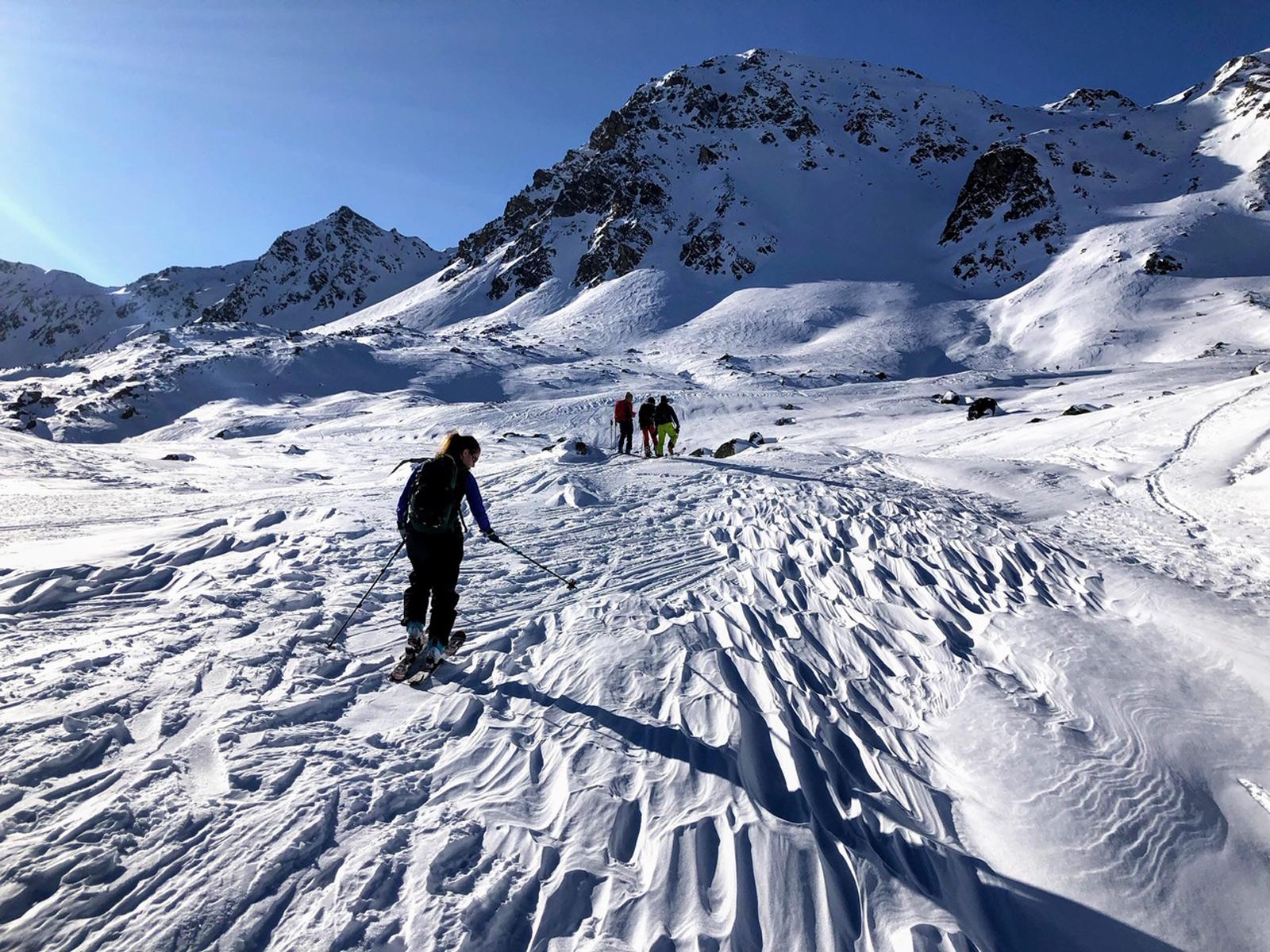 Stark windgeprägte Schneeoberfläche auf dem Aufstieg zum Sentisch Horn auf 2.330 m (Davos, GR). Foto: J. Trachsel/22.01.2020