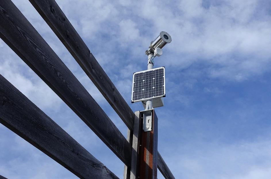 Autarke Foto-Webcam montiert auf einer Lawinengallerie in Maishofen/Salzburg. Foto: foto-webcam.eu
