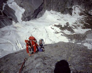 """Piz Cengalo, in den 80er-Jahren bekannt für seinen """"eisenfesten Granit"""" – heute gibt's im Gebiet umfangreiche Sperrungen auf Grund der latenten Gefahr nach einer Serie verheerender Bergstürze. Foto: Dieter Stöhr"""