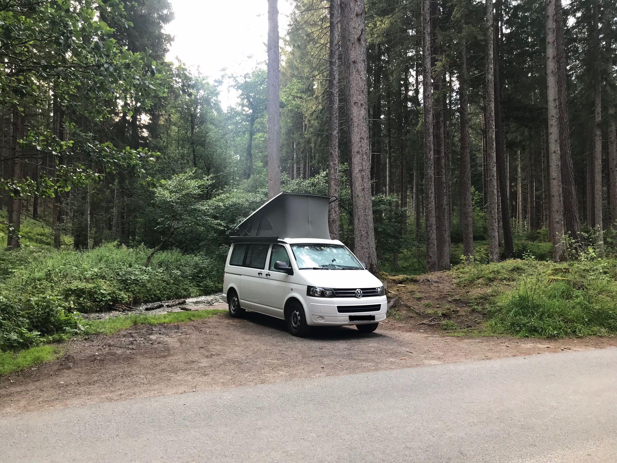 Camping-Van Wenn alle ihr großes Geschäft im Wald erledigen, wie sieht es dann in zwei Monaten hier aus? © Christina Schwann I bergundsteigen.blog
