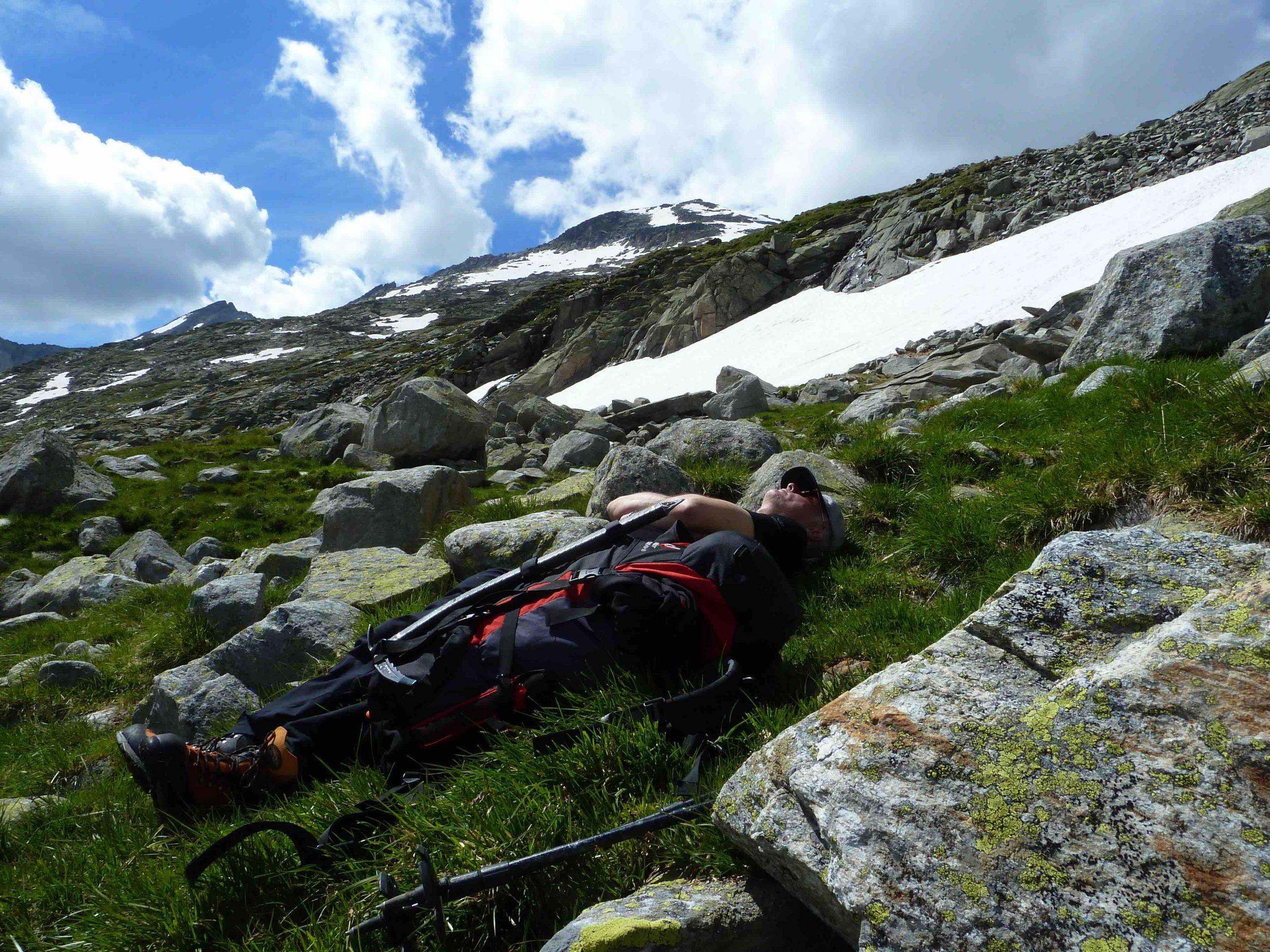 Oberhalb der Waldgrenze kann man sich durchaus ins Gras legen. © Christina Schwann I bergundsteigen.blog