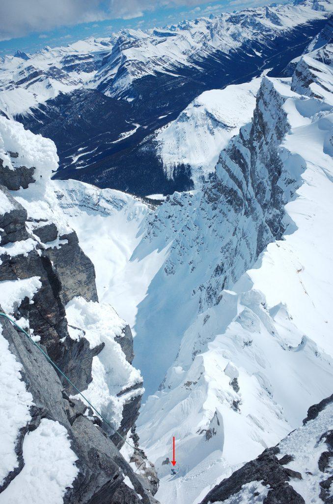 13:27 Uhr – Das letzte Foto von den dreien. Das Foto zeigt David am Fuß der letzten Abseillänge vom Südwestgrat in die Schneerinne, durch die sie aufgestiegen waren. Foto: Hansjörg