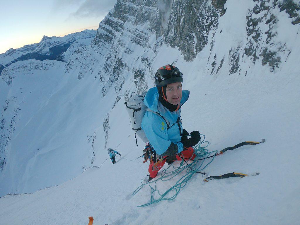 6:43 Uhr – Jess sichert Hansjörg im unteren Teil von M16 nach. Foto: David Lama