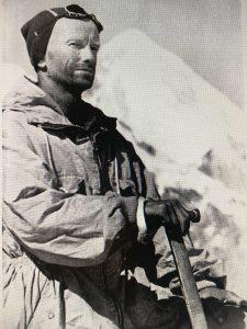 Vitaly Abalakov (1906–1986) war ein russischer Ingenieur und Bergsteiger. Auf ihn geht nicht nur die Abalakov-Eissanduhr zurück, sondern auch der Vorläufer des Friends.