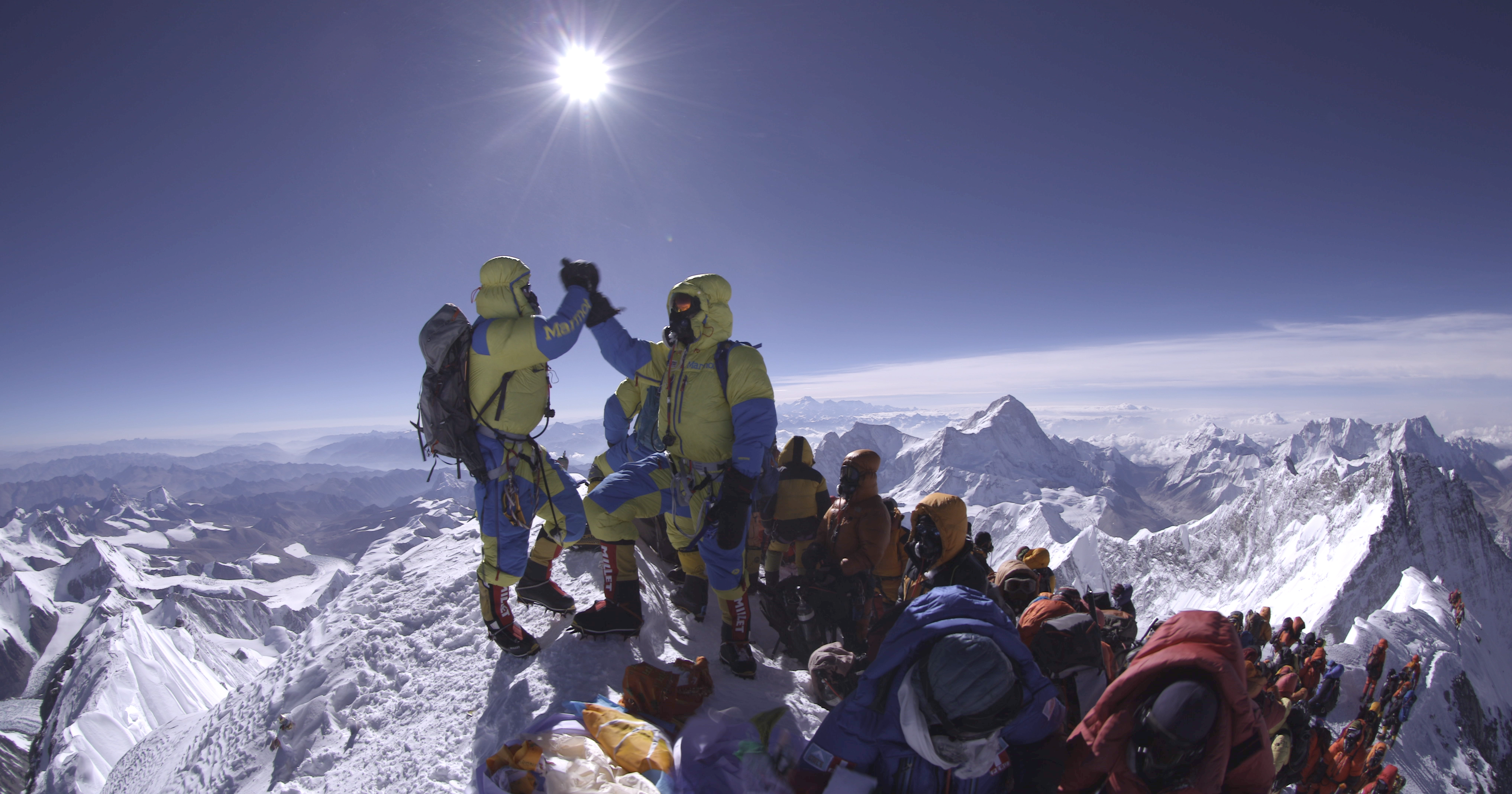 Viel los am Gipfel des Mount Everest. Foto: Furtenbach Adventures