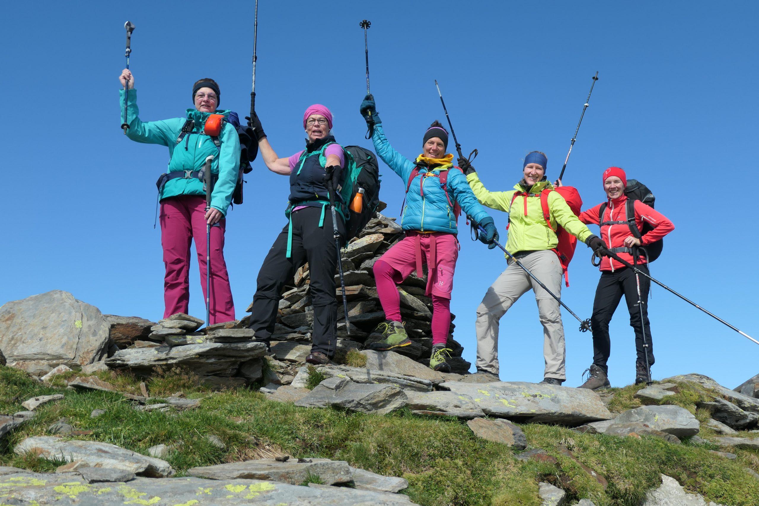 Gitta Battran (in der Mitte) unterwegs mit Gruppe. Foto: Archiv Battran