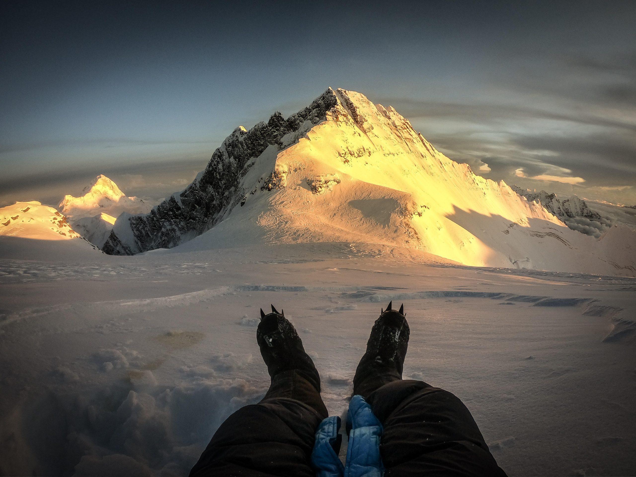 Kilian auf 8100 m am Mt. Everest mit Blick auf den Lhotse. Foto: Kilian Jornet