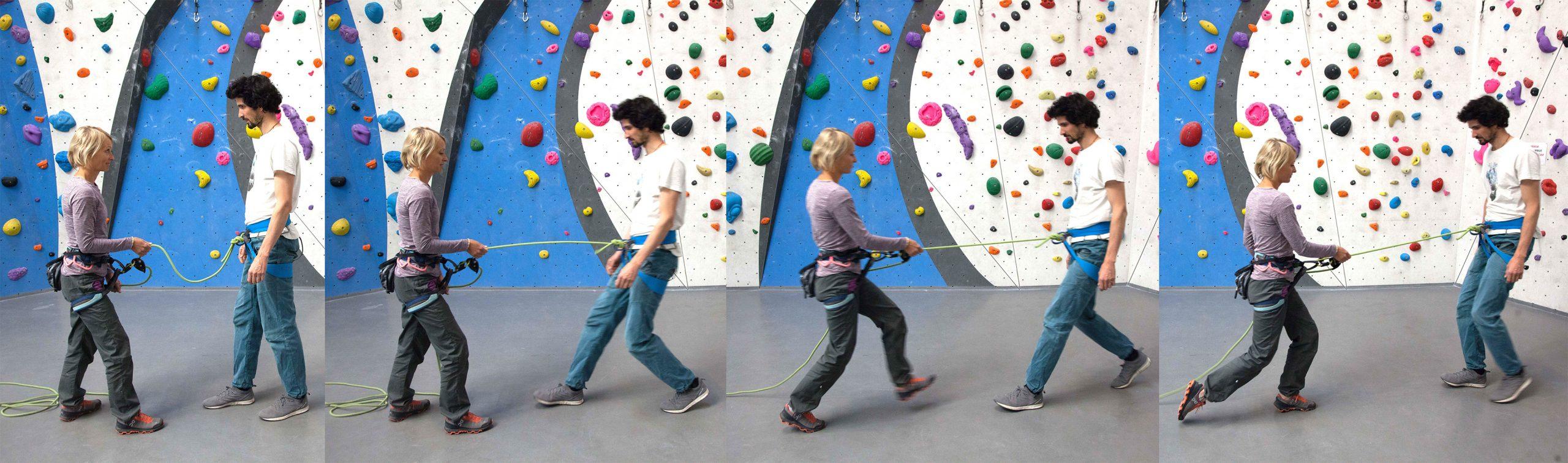 """Übung 2: """"Hinterhergehen"""": Kletterin geht ruckartig zurück, die Sicherin geht dem Sturzzug mit einem Schritt hinterher (Körperdynamik)."""